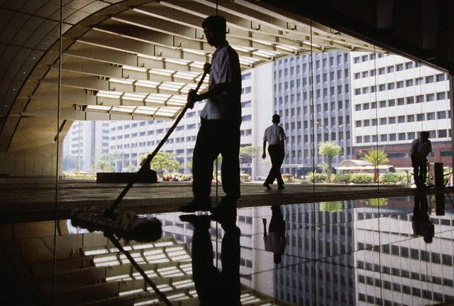 how to get office building cleaning contracts